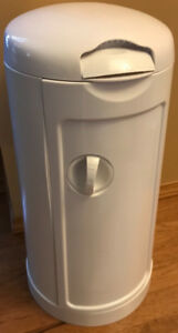Munchkin Diaper Pail with inserts- 2 full unused packs, one open