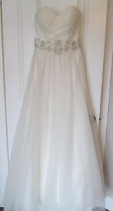 Designer Wedding Dress 400 OBO Kingston Kingston Area image 1