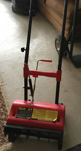 12-inch, 6.5 Amp Electric Snow Showel, Good Working Condition