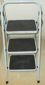 Folding Metal Step Stool Almost New Holds 150 Kilos 330 Pounds