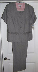 VERY NICE  Woman's 2 Pce. Pants Suit  ~  Size 18  ~  ONLY $20.00