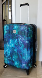 """New, 24"""" Skyway Oasis Hardside Spinner Expandable Luggage"""