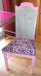 PINK DESK AND CHAIR London Ontario image 6