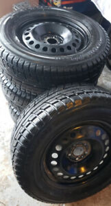 4 Pneus Hiver - 4 Winter Tires Yokohama 245/65R/17 + Rims 400$