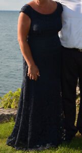 Women's Formal Gown and matching shoes Sarnia Sarnia Area image 1