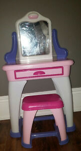 Make Up Vanity Table Buy Amp Sell Items Tickets Or Tech