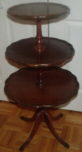 Très belle table de style Duncan Phyfe des années 1950-1960