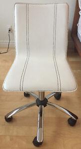 Chaise de bureau en cuir à vendre