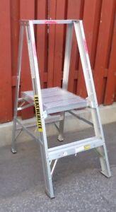 Echelle Escabeau  à plate-forme  platform  ladder stepladder
