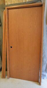 Porte et ensemble de porte et unité vitrée en chêne verni