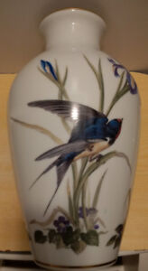 The Meadowland Bird Vase-1980 Franklin Mint