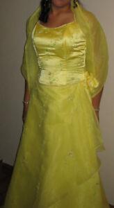 ROBE JAUNE SATINÉE/ YELLOW SATIN DRESS
