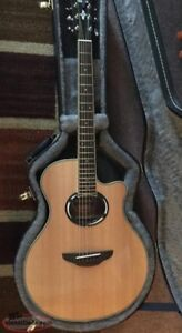 Yamaha APX500III Acoustic Guitar with Case