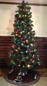6 1/2ft Tree with lights and Tree Skirt