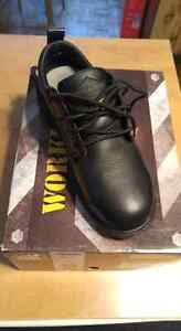 Size 7 work shoes London Ontario image 1