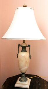 Grande lampe en marbre classique, Jamais utilisé,
