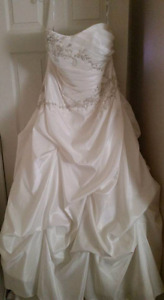 ALFRED ANGELO WEDDING DRESS ~~NEW~~