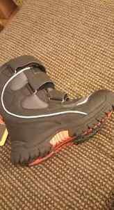 Tween Boys Brand new size 5 winter boots