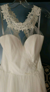 Never worn or altered, size 4, alfred angelo wedding dress