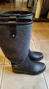 Authentic uggs rain boots size 9