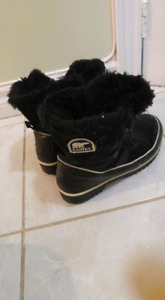 Boots for sale size 8