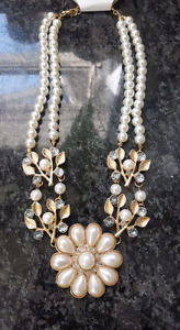 10 White Pearl rose gold Neckace with Flower Pendant
