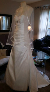 Beautiful new wedding dress with corset style back. Low price!
