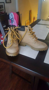 Kids work boots Size 13