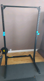 Squat power rack with pull up bar as new condition