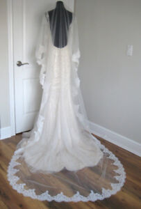 Brand new, cathedral ivory veil