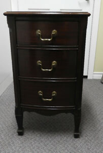 VINTAGE MAHOGANY 3 DRAWER BEDSIDE TABLE