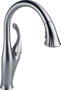 DELTA Addison Chrome Kitchen Faucet With Pull-Out Magnetic Spray