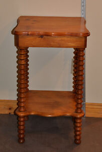 Country/Cottage Pine Spool Occassional/End/Night Table