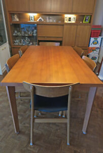 Solid Teak Dining Room Table w/ 6 Chairs - Excellent Condition