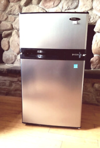 DANBY STAINLESS STEEL MINI BAR FRIDGE