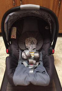 Graco SnugRide 35 Click Connect car seat with base