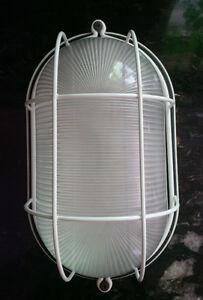 Lumière Extérieure – Exterior Light Fixture