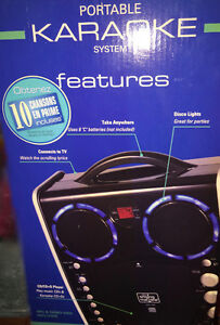 SINGING MACHINE+LIGHTS EFFECTS+MUSIC+WIRELESS MIC