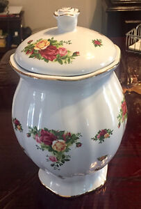 Brand New Royal Albert old county roses cookie jar