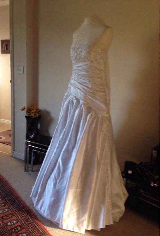Wedding Dress Brand New Free Size