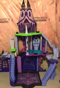DISCONTINUED Freaky Fusion Monster High Doll House