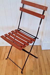 Collection Décoration Deux chaises bistro français en bois-fer