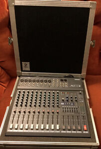 Yamaha MX12/4 mixer with Unicell Road Case