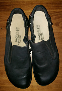 Naot size 39 or 8