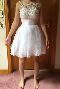 SHORT PROM DRESS W/ BEADED PEARLS Peterborough Peterborough Area image 2