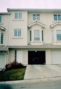 Beautiful Two Storey Condo for Rent at Hamptons Link