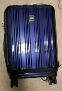 "BNIB: Delsey helium Aero 19"" Carry-on Expandable Rolling Luggage"