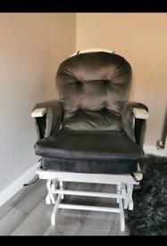 Reclining nursing chair