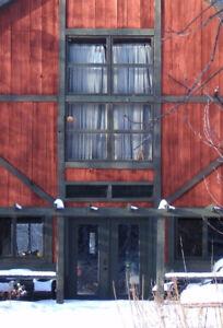 Rustic Four-Season Lakeside Barn 35 minutes from Ottawa/Gatineau
