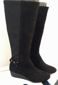 BRAND NEW - Anne Klein Boots - size 5M